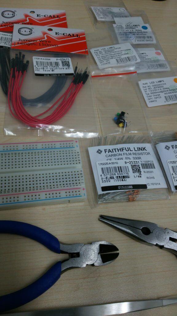 LED・抵抗・ジャンパー線・ブレッドボード・タクトスイッチ、工具等